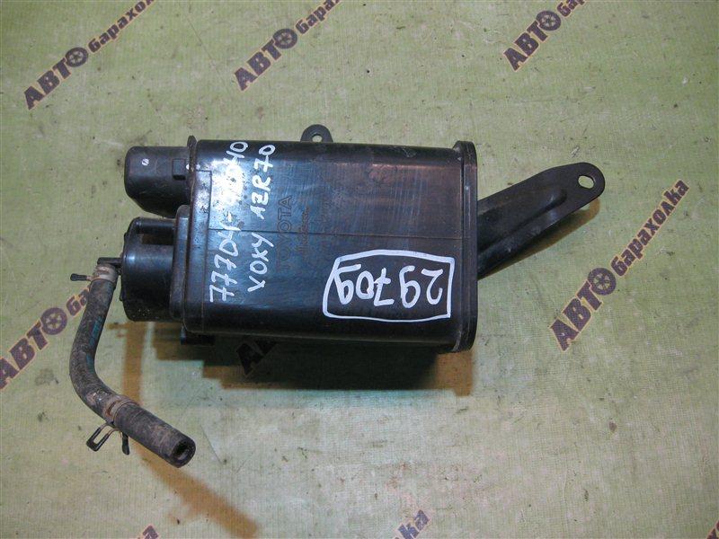 Фильтр паров топлива Toyota Voxy AZR70