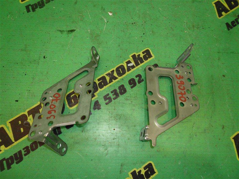 Крепление магнитофона Toyota Corolla Spacio NZE124