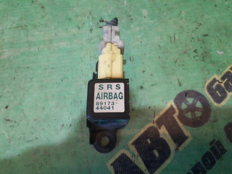 Датчик airbag Toyota Ipsum ACM21 2AZ