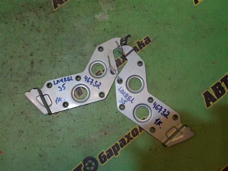 Крепление магнитофона Nissan Laurel HC35 RB20