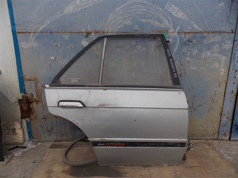 Дверь Nissan Bluebird U12 задняя правая