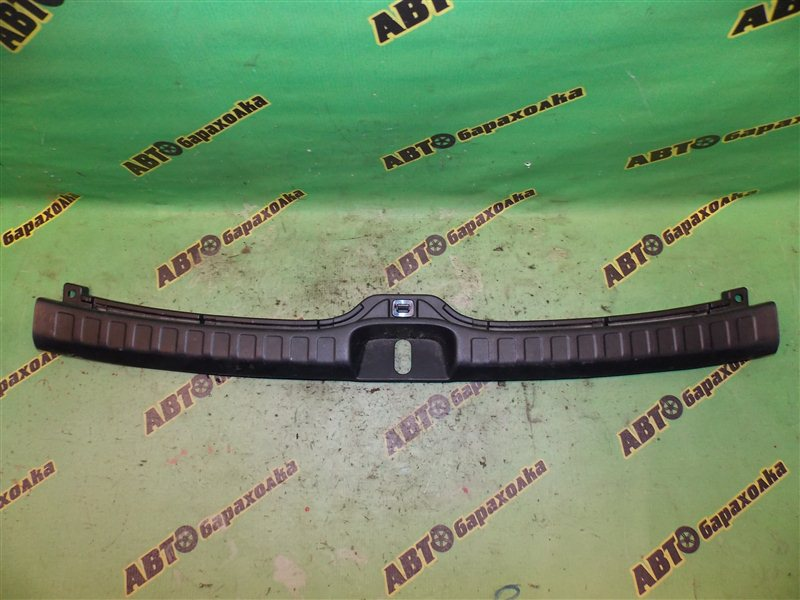 Накладка замка багажника Toyota Kluger V ACU25 2AZ-FE