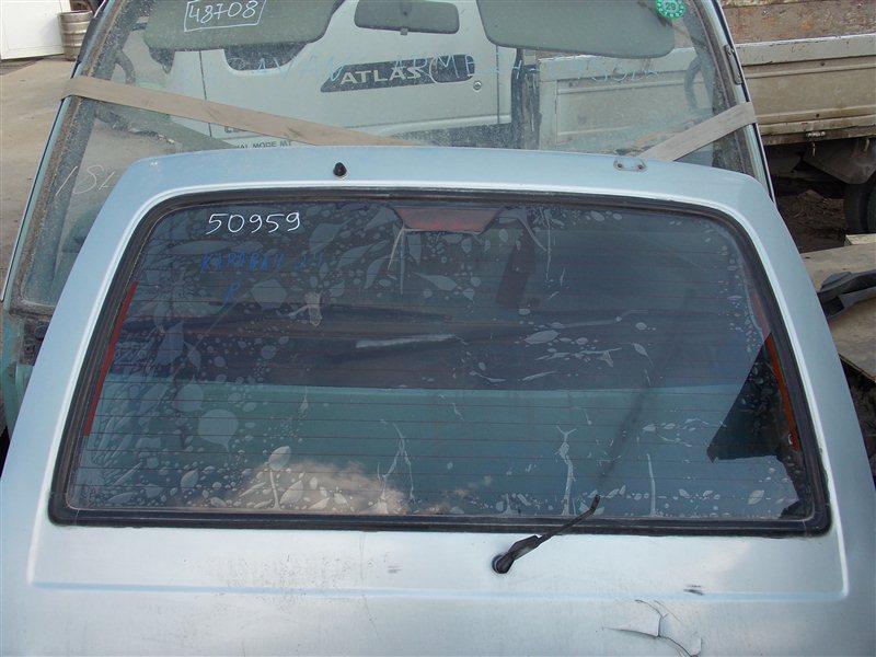 Стекло 5-й двери Nissan Caravan E24 TD27 заднее