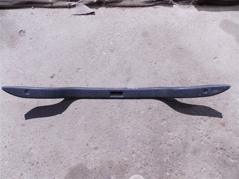 Накладка замка багажника Toyota Corona Exiv ST202 3S-FE 1993 задняя
