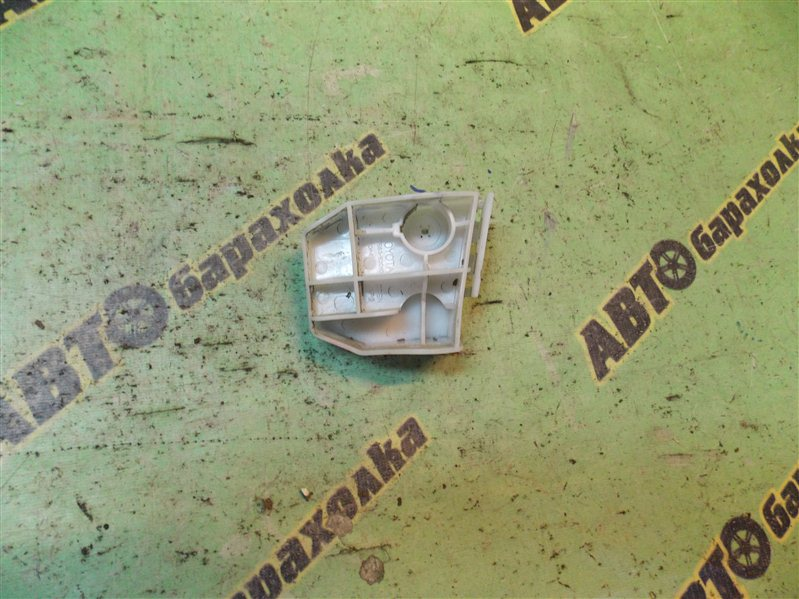 Крепление бампера Toyota Ractis SCP100 2SZ-FE 2007 заднее левое