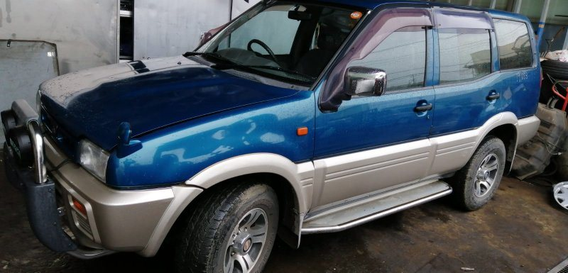 Накладка на дверь Nissan Mistral R20 TD27T передняя левая
