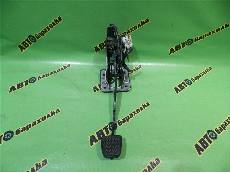 Педаль тормоза Toyota Vitz NCP10 2NZ-FE 2000