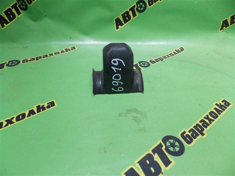 Отбойник Mazda Bongo SSF28 RF задний
