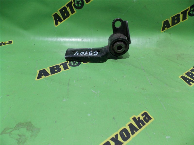 Подушка двигателя Toyota Ractis SCP100 2SZ задняя