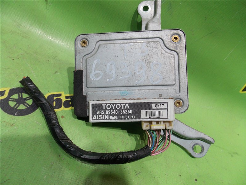 Блок управления abs Toyota Hilux Surf KZN185