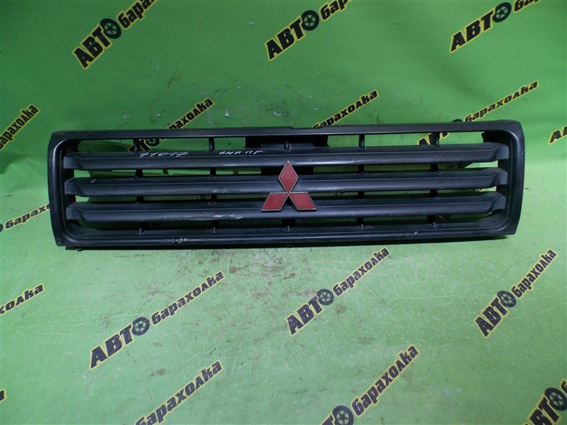 Решетка радиатора Mitsubishi Pajero V26