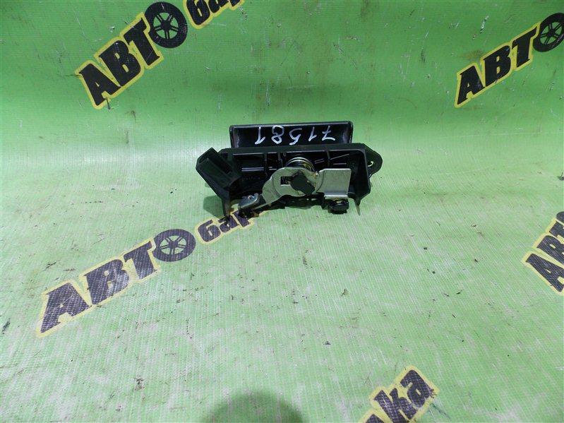 Ручка задней двери Toyota Isis ANM10 1AZ-FSE 2005