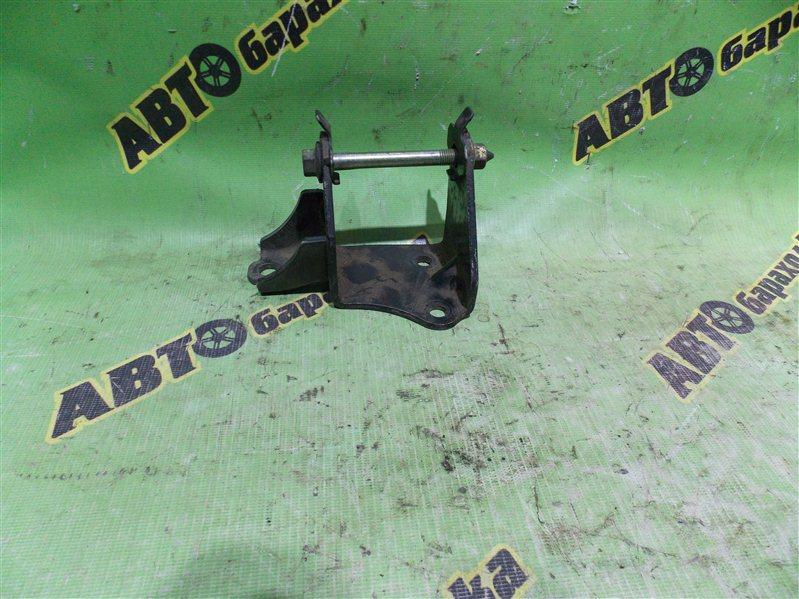Крепление подушки двс Toyota Ipsum ACM26 2AZ переднее левое