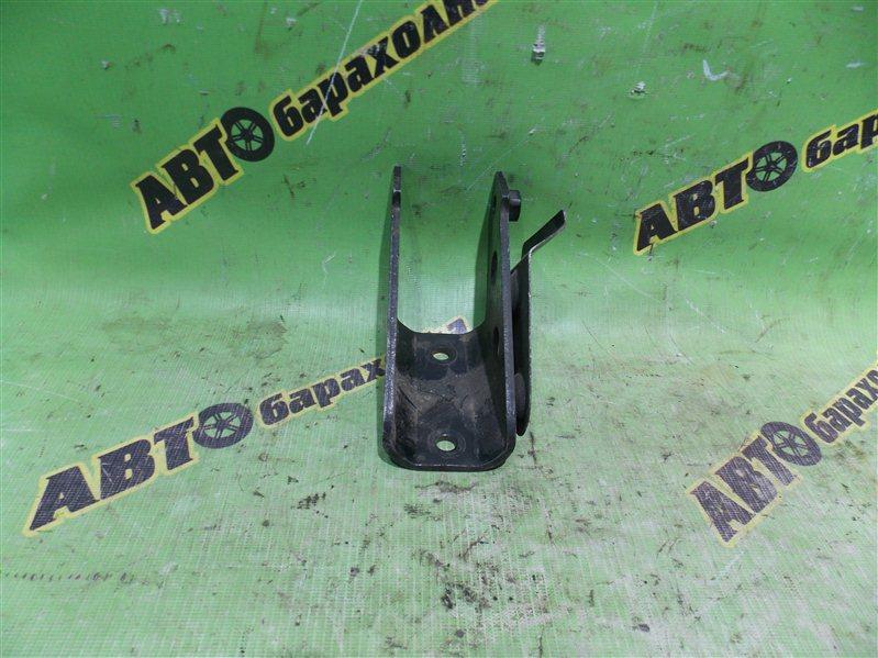 Крепление подушки двс Nissan Presage U30 KA24(DE) переднее