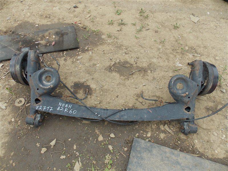 Балка со ступицами Toyota Noah AZR60 задняя