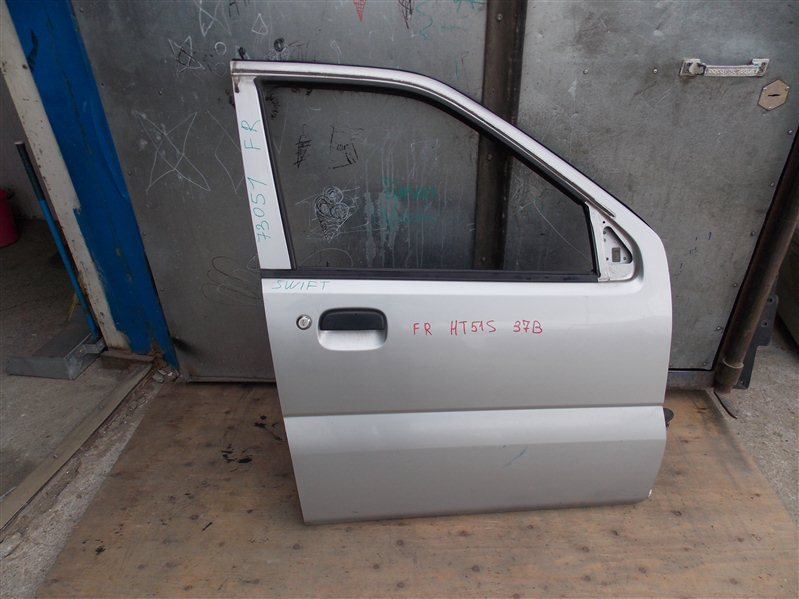 Дверь Suzuki Swift HT51S M13A 2005 передняя правая