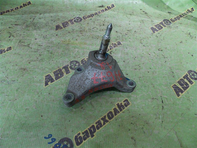 Крепление подушки двс Nissan Ad VAY12 CR12(DE) 2011