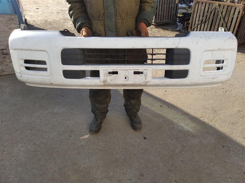 Бампер Nissan Caravan DWGE25 передний