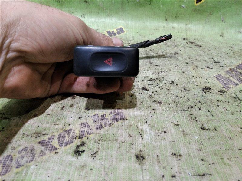 Кнопка аварийки Nissan Caravan CRMGE24 TD27 1995