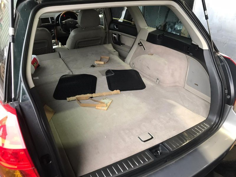 Накладка замка багажника Subaru Outback BP9 EJ253 2005 задняя