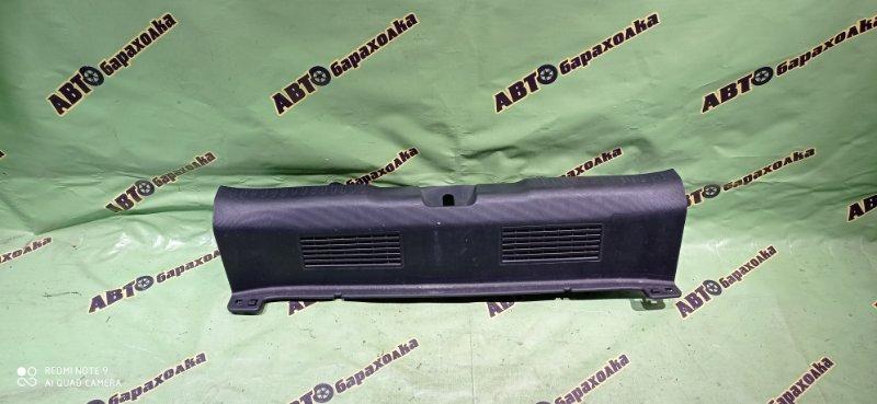 Накладка замка багажника Honda Fit GD1 L13A 2002 задняя