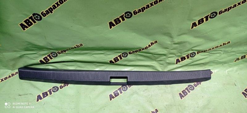 Накладка замка багажника Toyota Corona Premio ST210 3S-FSE 2001 задняя
