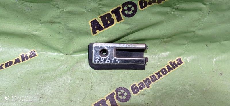 Заглушка полоза сдвижной двери Nissan Caravan CRMGE24 TD27 1995