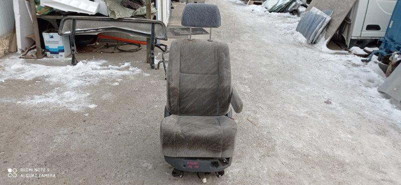 Сидение Toyota Hiace Regius KCH40 1KZ-TE 1998 переднее правое