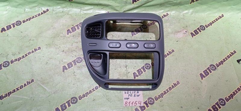 Консоль магнитофона Mitsubishi Delica PE8W 4M40 1994