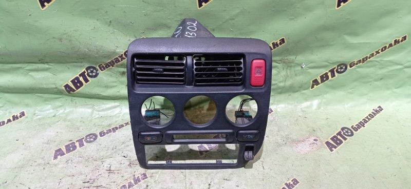 Консоль магнитофона Honda Logo GA3 D13B 1999