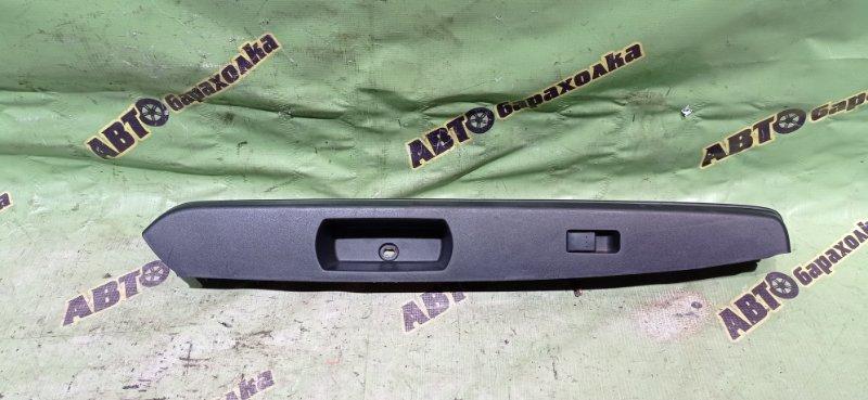Кнопка стеклоподъемника Mazda Verisa DC5W ZY 2005 задняя правая