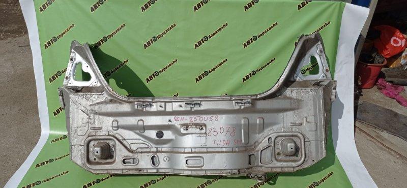 Задняя панель кузова Nissan Tiida Latio SC11 HR15 2009 задняя