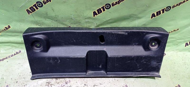 Накладка замка багажника Nissan Tiida Latio SC11 HR15 2007 задняя