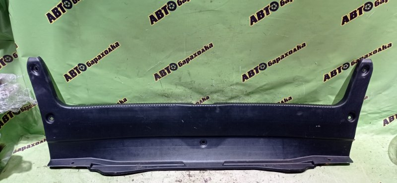 Накладка замка багажника Toyota Mark Ii JZX100 1JZ-GE 1996 задняя
