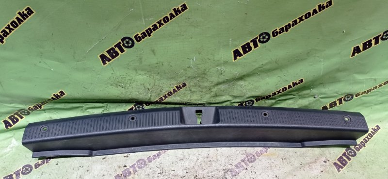 Накладка замка багажника Toyota Sprinter Carib AE115 7A-FE 1995 задняя
