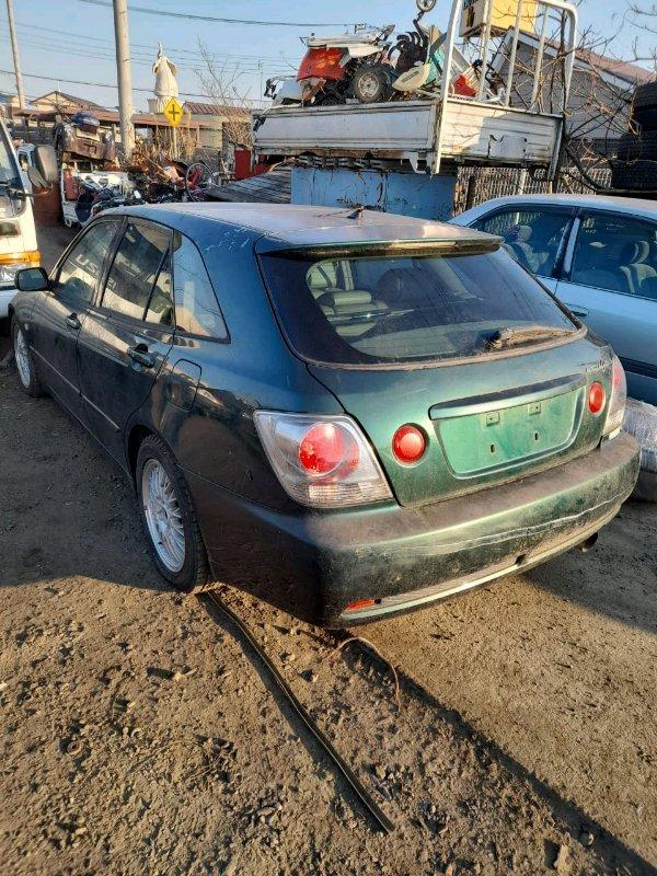 Вставка между стопов Toyota Altezza Gita JCE15 2JZ-GE 2001 задняя левая