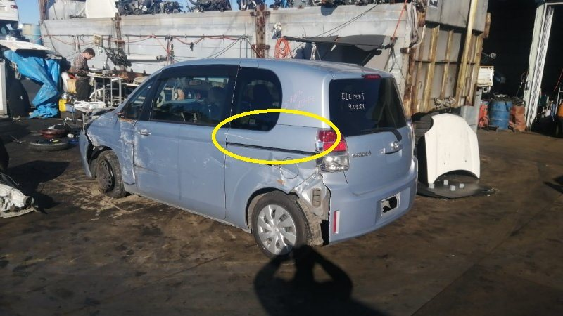 Молдинг на кузов Toyota Spade NCP141 1NZ-FE 2014 левый