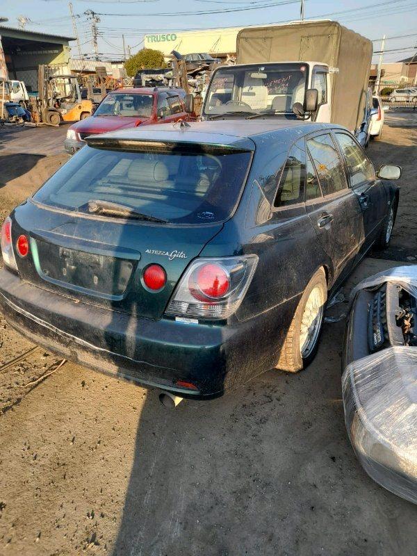 Стоп Toyota Altezza Gita JCE15 2JZ-GE 2001 задний правый
