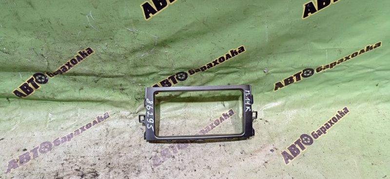 Консоль магнитофона Toyota Auris NZE151 1NZ-FE 2006