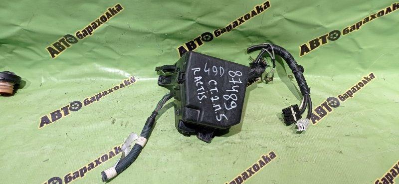 Блок предохранителей под капот Toyota Ractis SCP100 2SZ-FE 2005