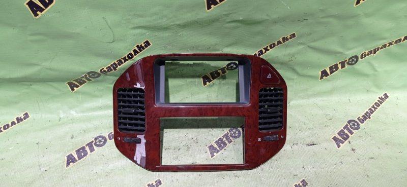 Консоль магнитофона Mitsubishi Pajero V73W 6G72 2002