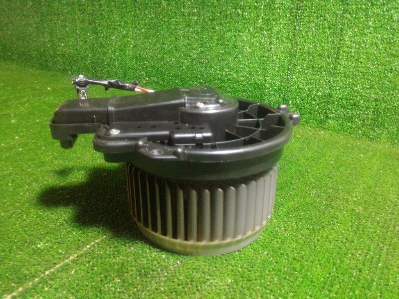 Мотор печки Toyota Aqua NHP10 1NZFXE 2012 передний (б/у)