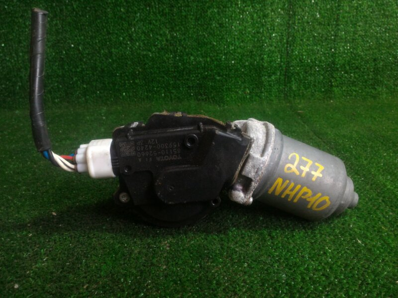 Мотор дворников Toyota Aqua NHP10 1NZFXE 2012 передний (б/у)