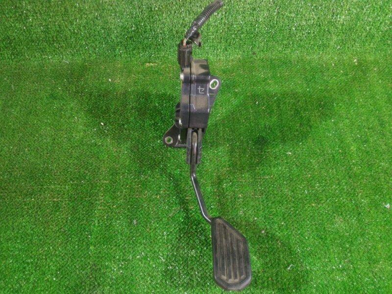 Педаль газа Toyota Aqua NHP10 1NZFXE 2012 передняя (б/у)