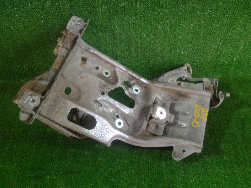 Крепление аккумулятора Toyota Aqua NHP10 1NZFXE 2012 (б/у)