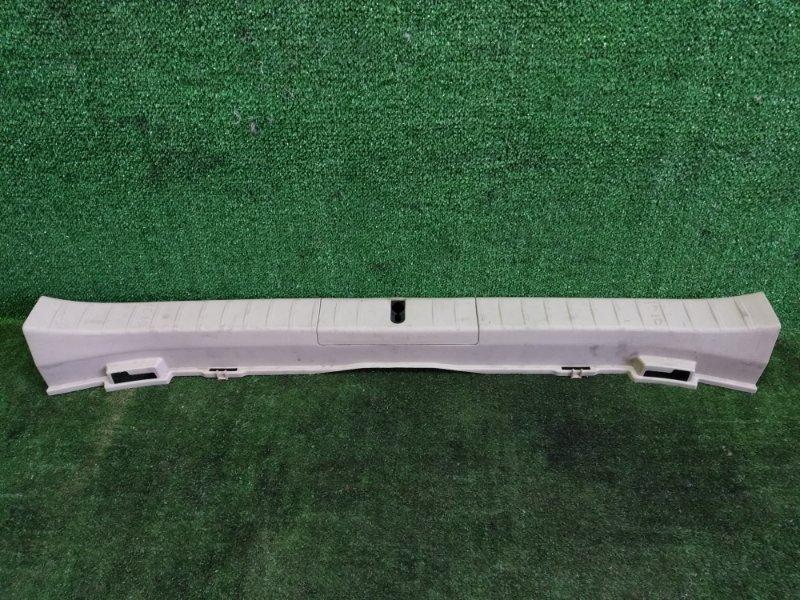 Накладка замка багажника Toyota Prius NHW20 1NZFXE 2004 (б/у)