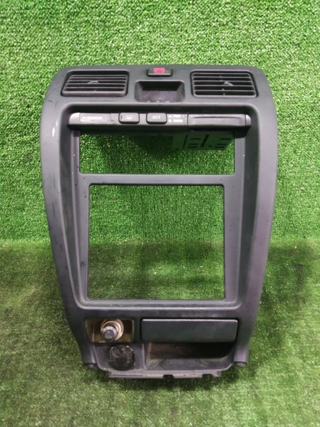Консоль магнитофона Toyota Hilux Surf RZN185 3RZFE 2001 (б/у)