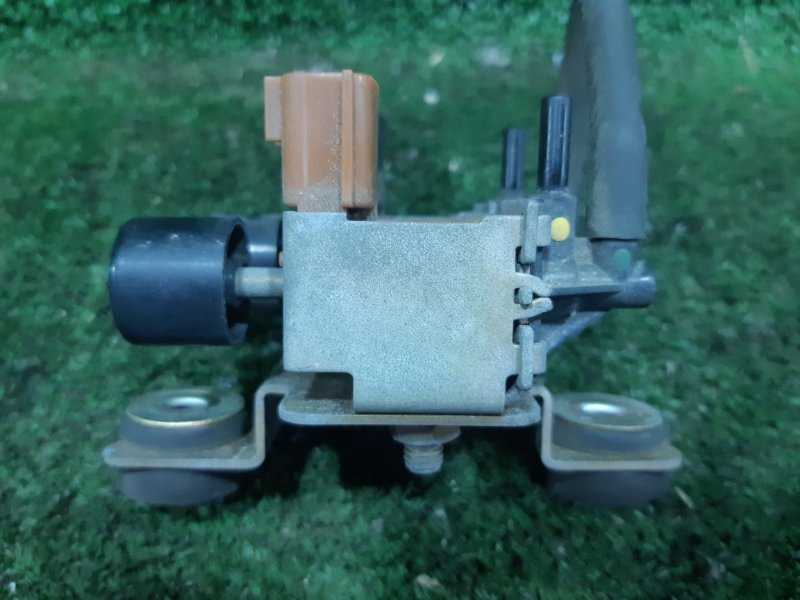 Вакуумник включения 4wd Nissan Terrano TR50 ZD30DDTI 2001 (б/у)