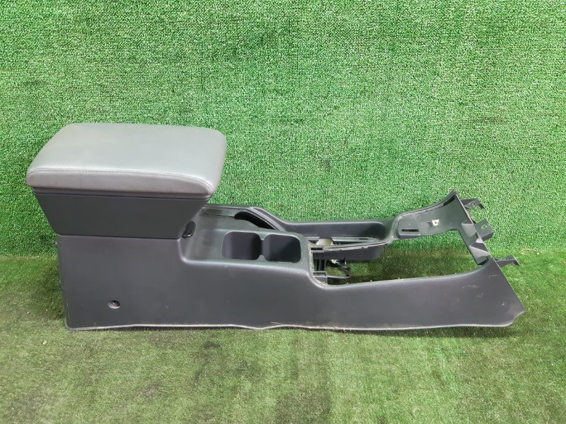 Бардачок между сиденьями Nissan Terrano TR50 ZD30DDTI 2001 (б/у)