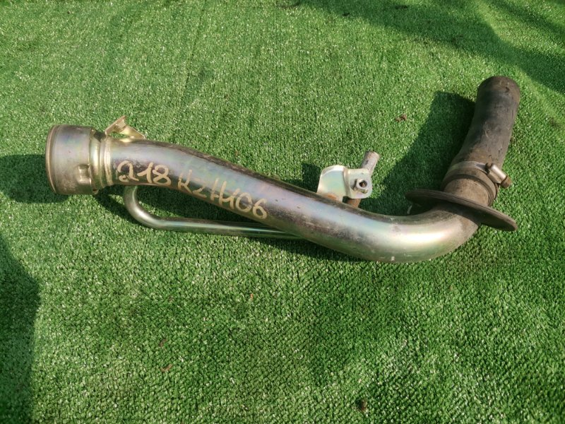 Горловина топливного бака Toyota Hiace KZH106G 1KZTE 1997 (б/у)